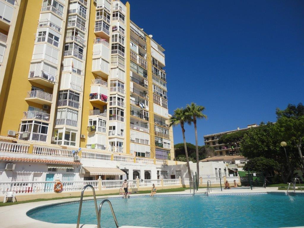 Completely renovated studio apartment in beachfront complex. Marvelous frontal sea views, east facin, Spain