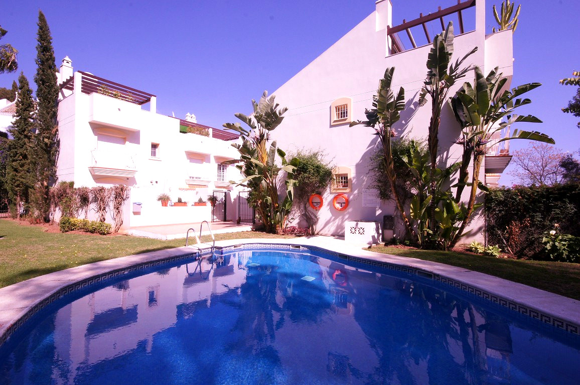 Townhouse, Nueva Andalucia, Costa del Sol. 3 Bedrooms, 3 Bathrooms, Built 208 m², Terrace 45 m².  Se, Spain