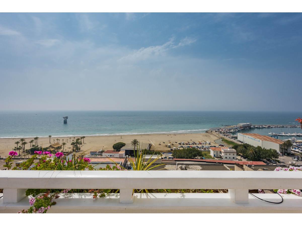 "Beautiful duplex penthouse with 2 bedrooms and 3 bathroomsin the building "" Fragua"" next t, Spain"