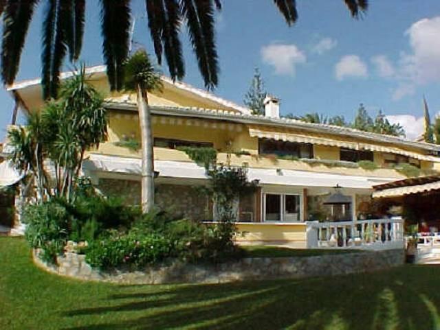 Villa,  Cerca de la Playa,  Amueblado: Opcional,  Cocina Amueblada,  Aparcam: Amplio Garaje,  Piscin,Spain