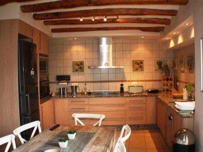 Beautiful town house of 190m2 distributed over 3 floors with private patio garden and easy parking. ,Spain