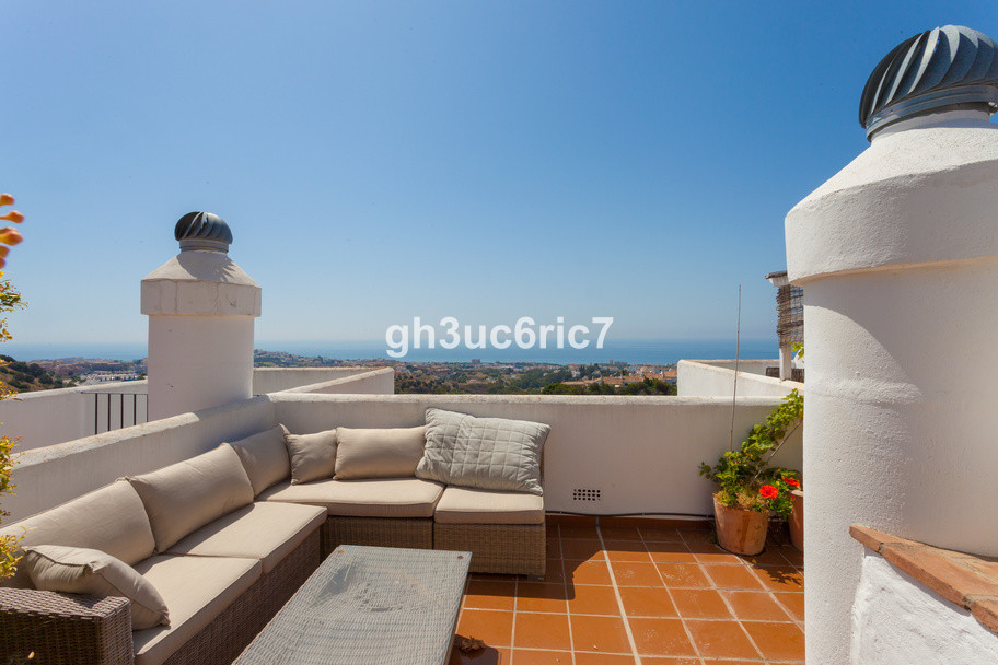 Fantastic penthouse with stunning views in Calahonda. The apartment has 2 bedrooms and 2 bathrooms, ,Spain