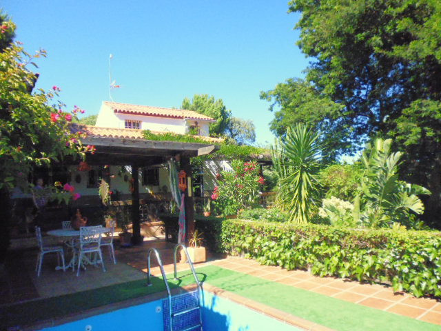 Very attractive country home , situated within a quiet rural urbanisation just 4klm from the bustlin,Spain