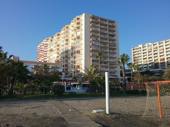 Studio apartment in a first line beach complex, only few minutes walking to Puerto Marina and all ki,Spain