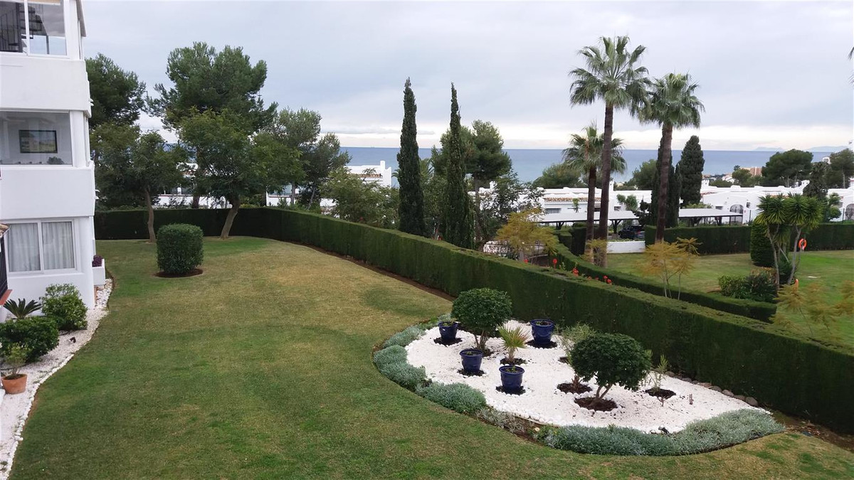 Beautiful apartment in fantastic condition, located in the very sought after the luxorious Miraflore,Spain