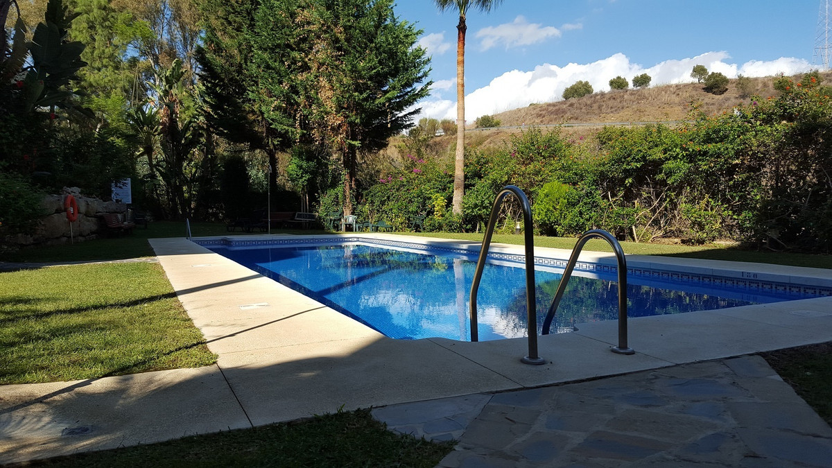 A two bedroom, two bathroom apartment located in this highly sought after complex in Lower Calahonda,Spain
