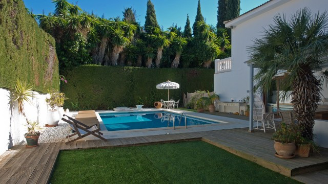 Spacious and very private villa with generous living space located in the search after area of Rocio,Spain