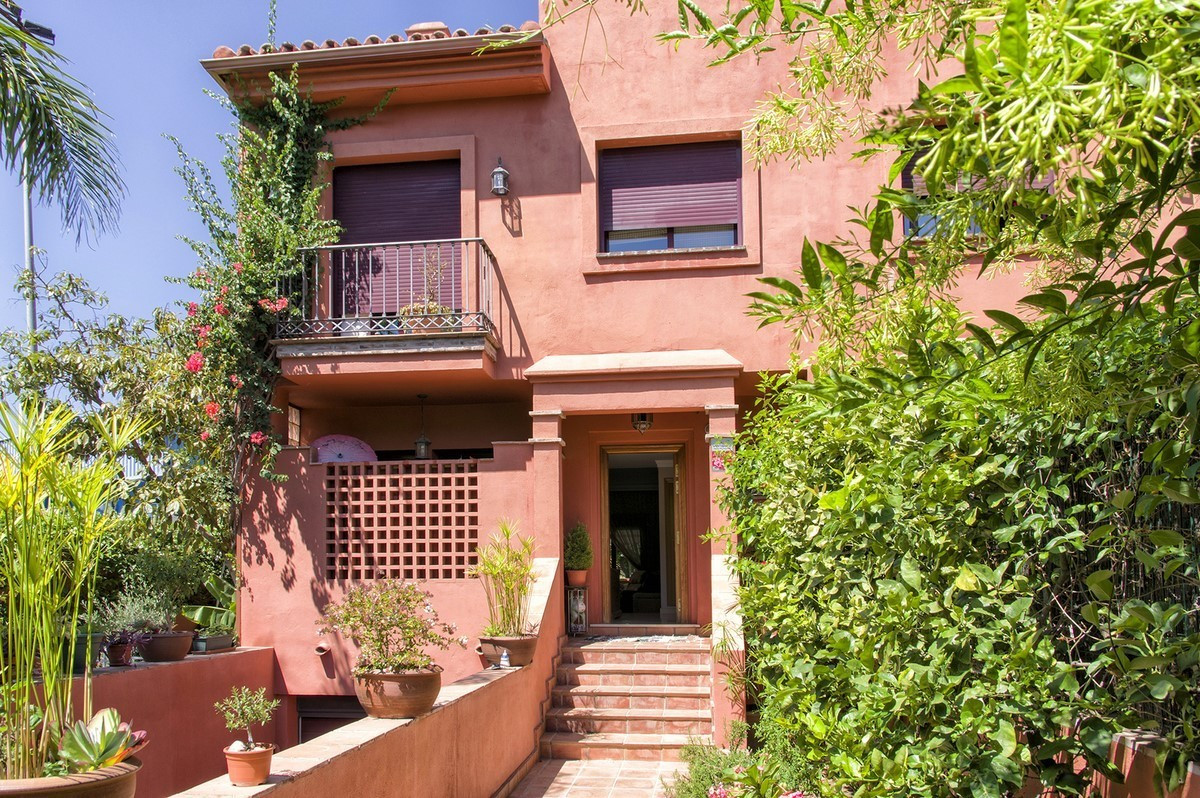In the center of Marbella, in El Mirador, 4 bedroom semi-detached house with private garden. In a re,Spain