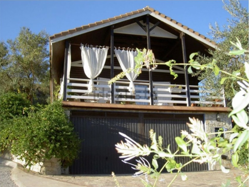 Located on the outskirts of Monda, only 25 minutes from Marbella, this lovely wooden house is in a q, Spain