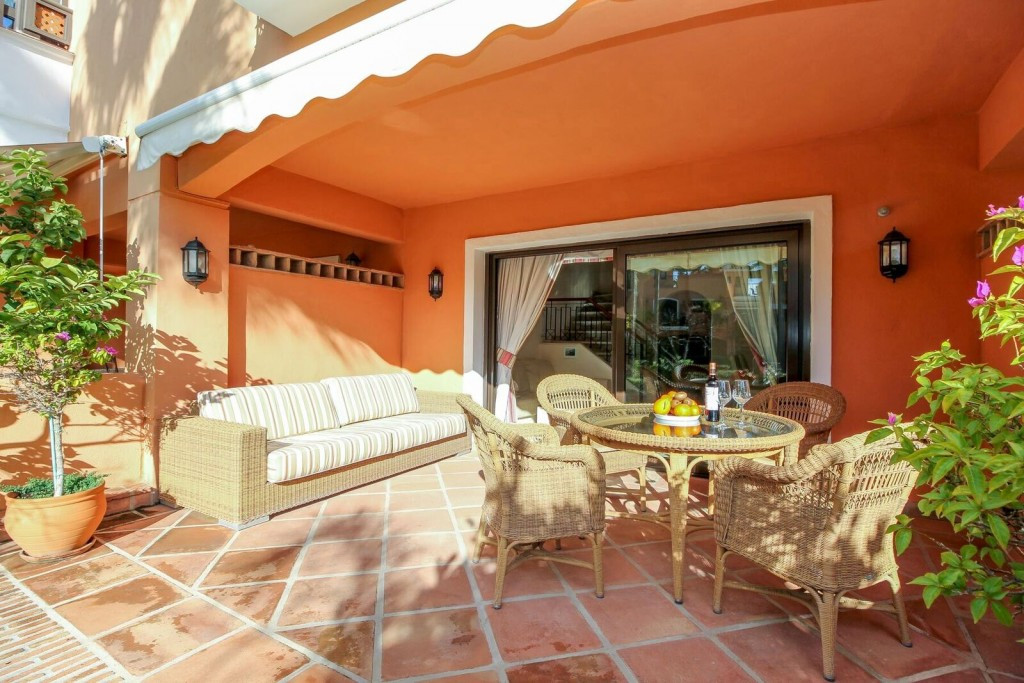 Charming townhouse in a very prestigious urbanization with 24 hours security.  1 min walk to the bea,Spain
