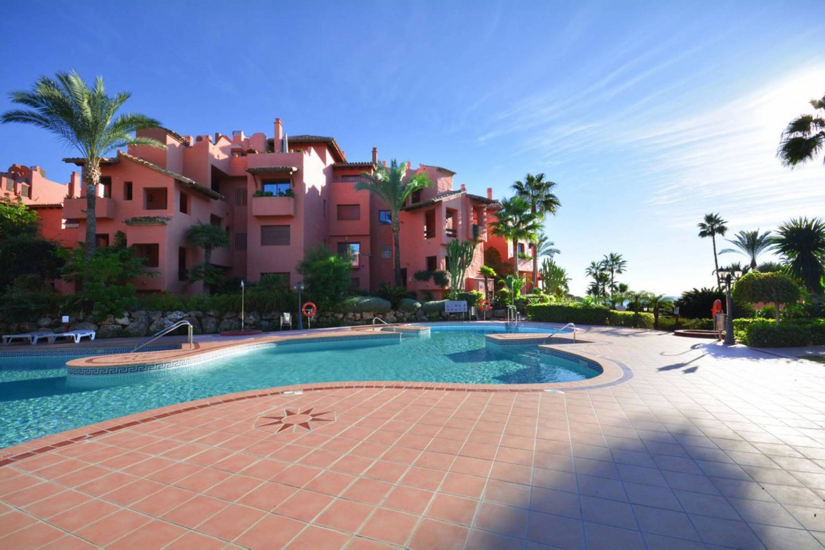 ***PRICED REDUCTION FROM 695,000 EUROS*** Beach front 3 bed duplex penthouse with views to the Medit, Spain