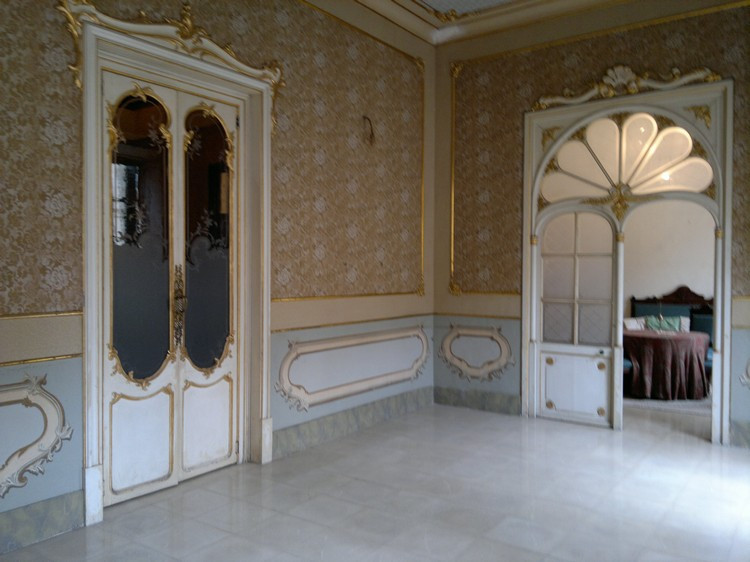 Grand manor house on 1st floor, in three floor building, with only one neighbor per floor and fronta,Spain