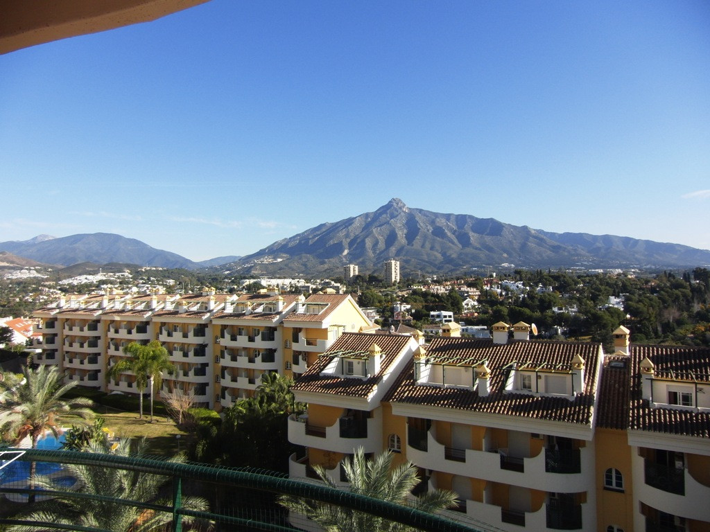 Middle Floor Apartment, Nueva Andalucia, Costa del Sol. 2 Bedrooms, 2 Bathrooms, Built 115 m².  Sett, Spain