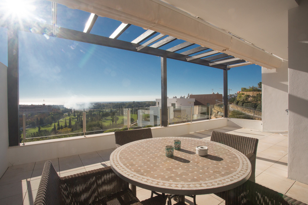 Fabulous 2 bedroom/2 bathroom middle floor apartment located in the magnificent development of Tee  ,Spain