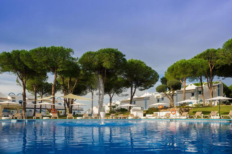 Located in a quiet residential area near Marbella, this is the ideal location to enjoy the sun. The ,Spain