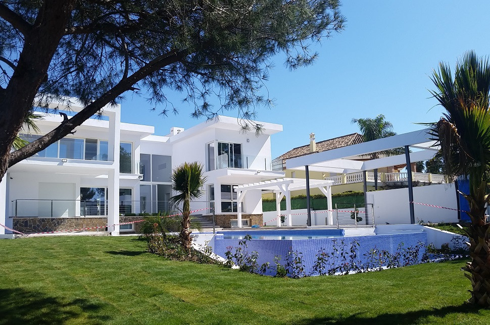 Modern 2 levels villa with panoramic views of the mountains and golf, built with highest standards. , Spain
