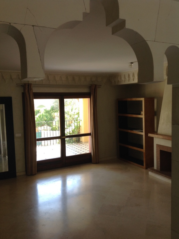 Magnificent town house with three floors and  basement. It has 4 bedrooms, 3 bathrooms, two terraces,Spain