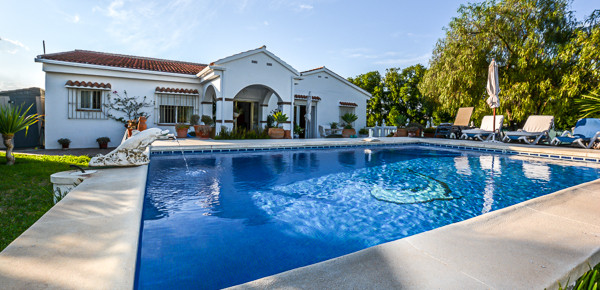 Spacious 4 bedroom private Finca located 5 minutes� drive from the popular town of Alhaurin el Grand,Spain