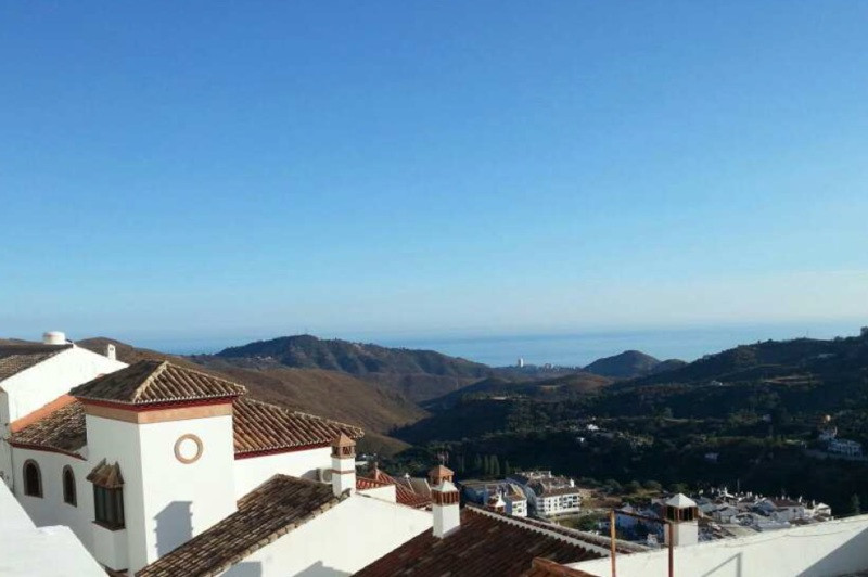 Opportunity to buy in the Urbanization El Chifle on upper part of Ojen with spectacular sea and moun,Spain