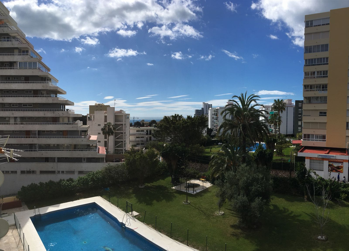 Middle Floor Apartment, Benalmadena, Costa del Sol. 1 Bedroom, 1 Bathroom, Built 81 m2;. community f, Spain