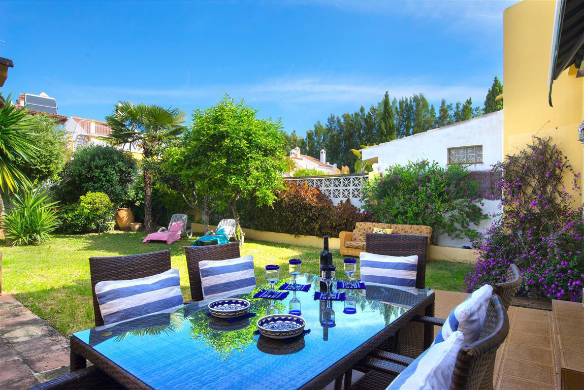 """Nice chalet """"pareado"""" with big private garden in Nueva Andalucia.  Your next home?  This i,Spain"""