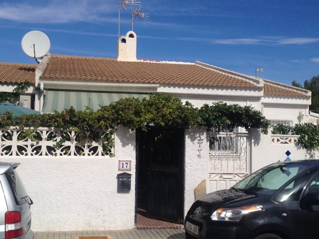 3 bedroom house all on one floor just one tram stop from El Campello centre.  3 double bedrooms, one,Spain