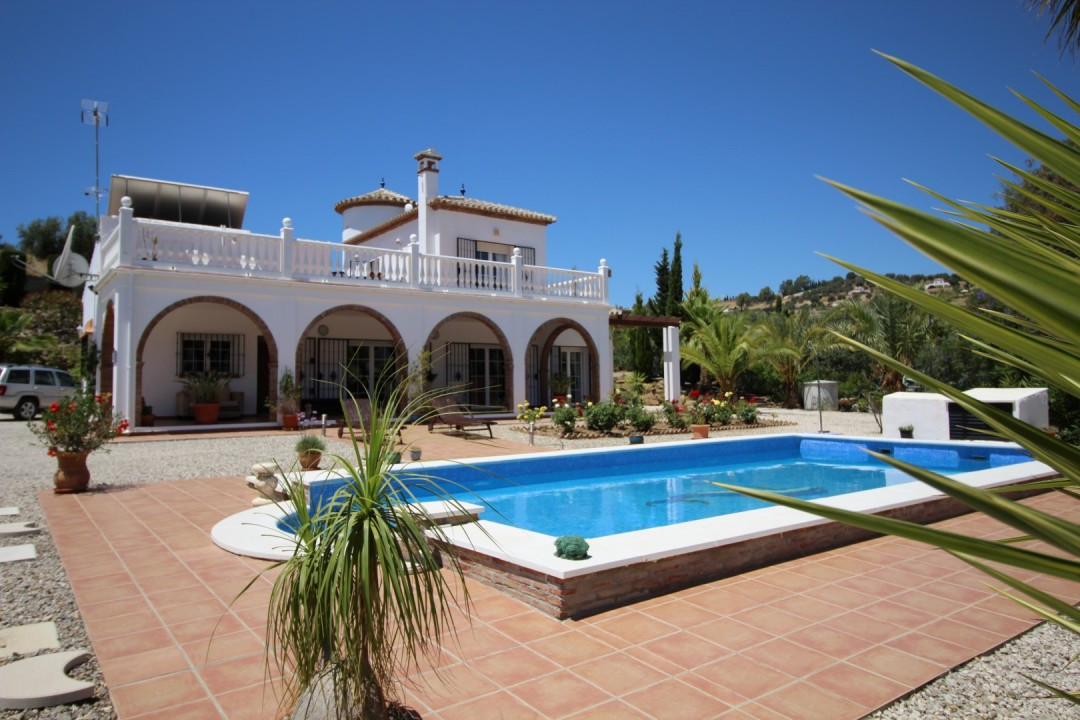 Beautiful Villa in la Vinuela with panoramic views of the mountains. The Villa is built in 200 m2, a, Spain