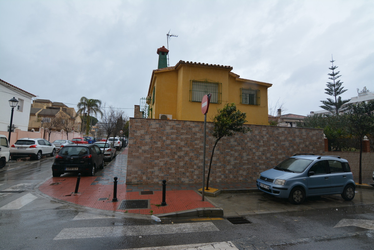 For sale, independent house in one of the best area of Fuengirola, second line beach. Great investme,Spain