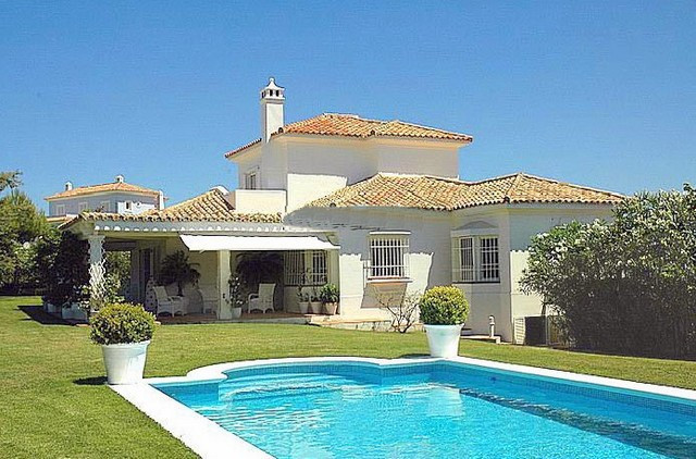BARGAIN!! An excellent opportunity to not only buy a villa in this sought after and world renowned G, Spain