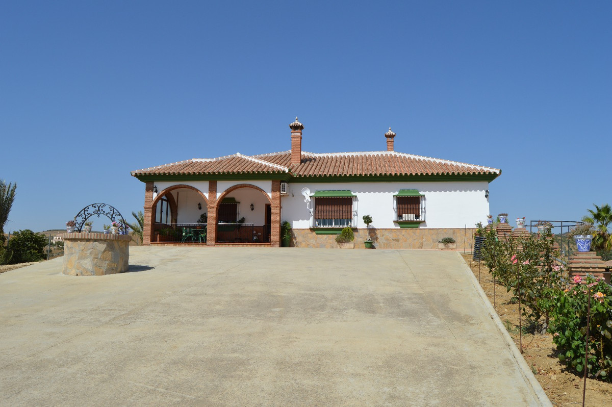 Large villa on a big plot near Alora  Through a large driveway with ample parking you come by the vi,Spain