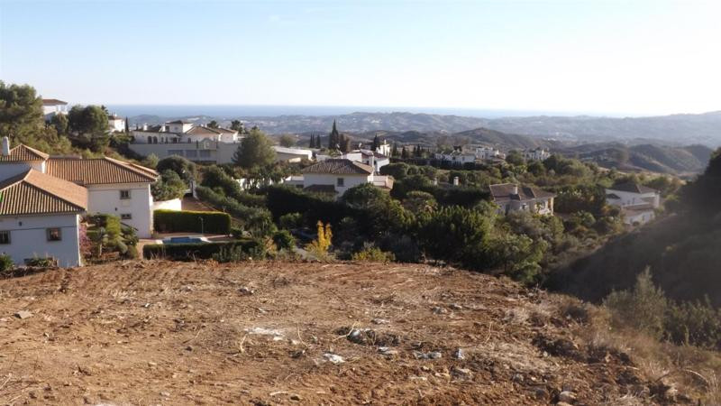Urban land of 2,040 m2 in Valtocado urbanization, which can build 265 m2 plus basement.  Residential,Spain