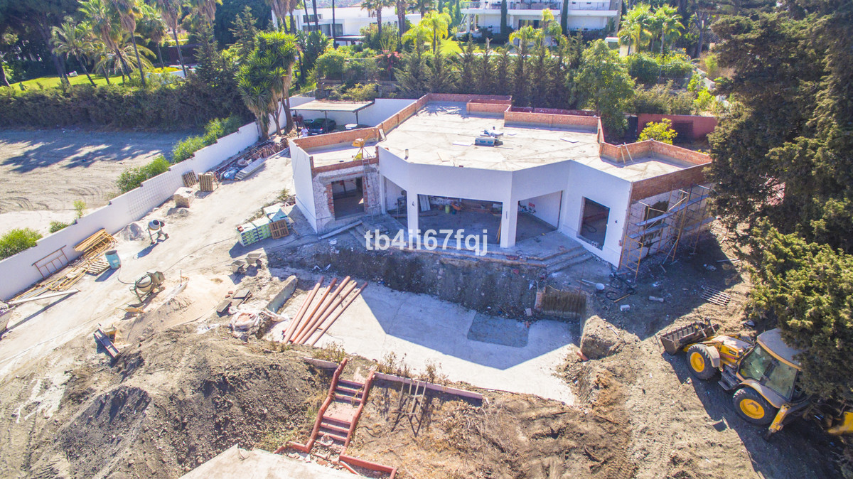 Investment opportunity: detached villa with magnificent plot of over 2,500 m2 in Rio Verde, Marbella,Spain
