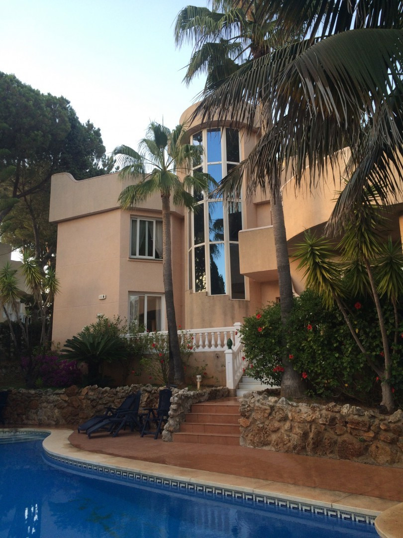 Beautiful villa for sale in Marbella, with 5 bedrooms, 5 bathrooms, of which a toilet, has a wonderf,Spain