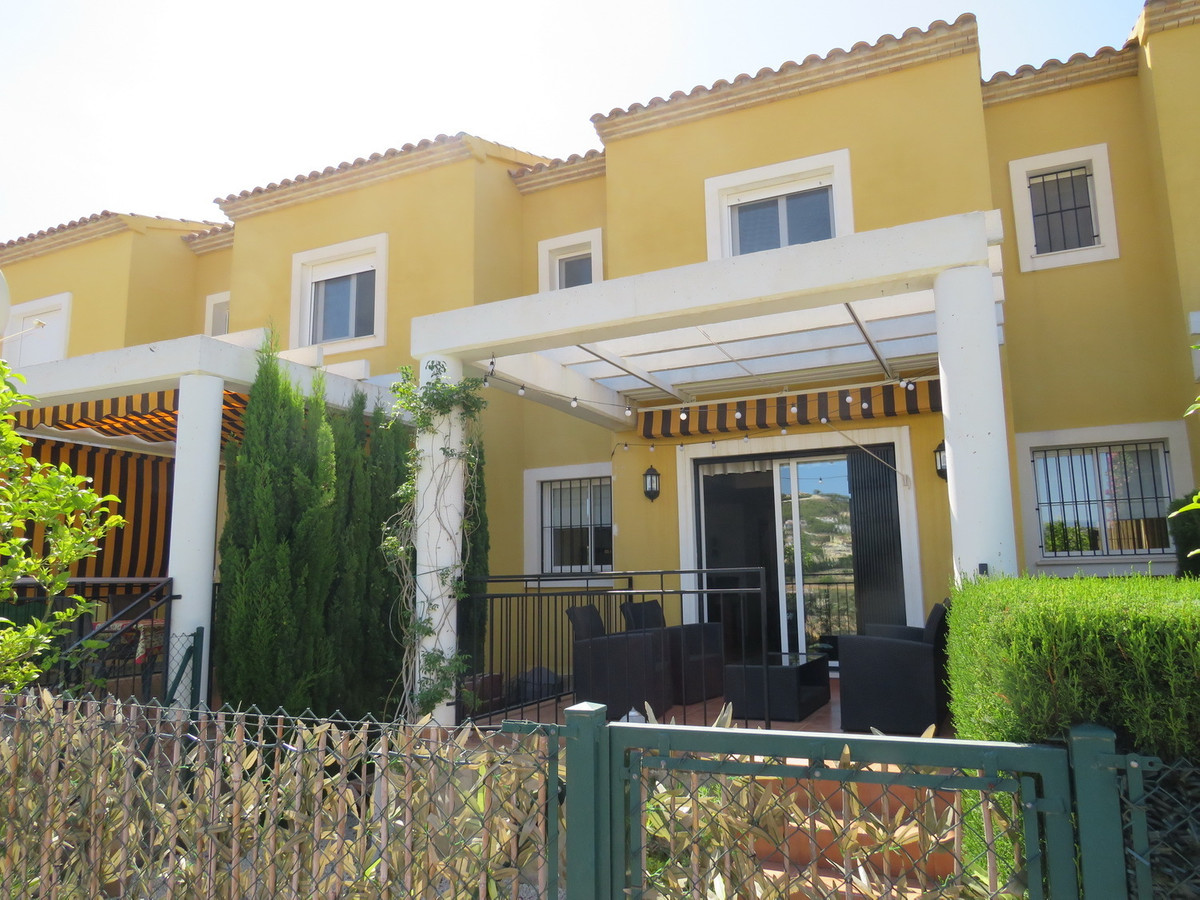 3 Bedroom Townhouse located on a popular Urbanisation with a Secure Gated Community. Private Garden , Spain