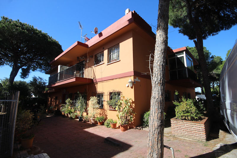 Nice apartment located in the lower part of Calahonda, just 5 minutes from the beach. Located in an ,Spain
