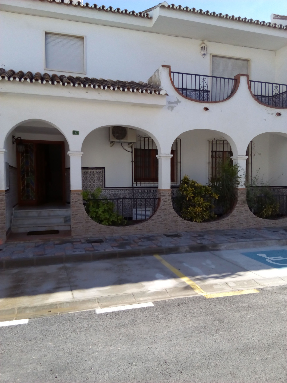 Great unique house in Los Boliches, Fuengirola for sale! This beautiful house with 4 bedrooms and 2 ,Spain