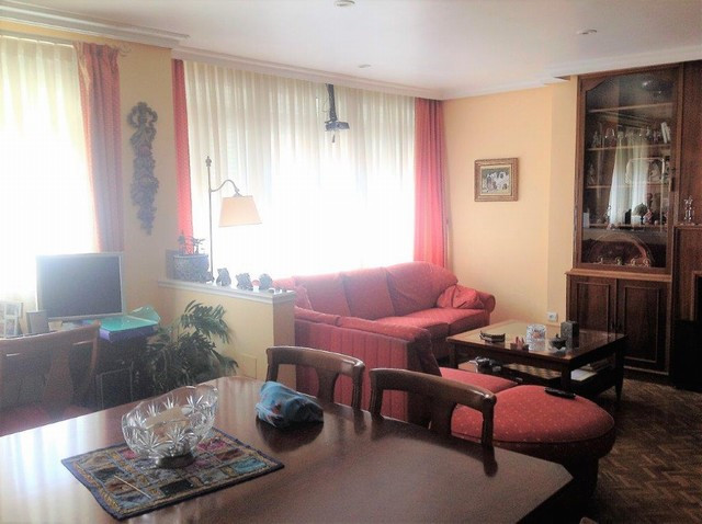 Ideal apartment for a family, five minutes walk from Calle Carreteria. Three bedrooms, a bathroom, a, Spain