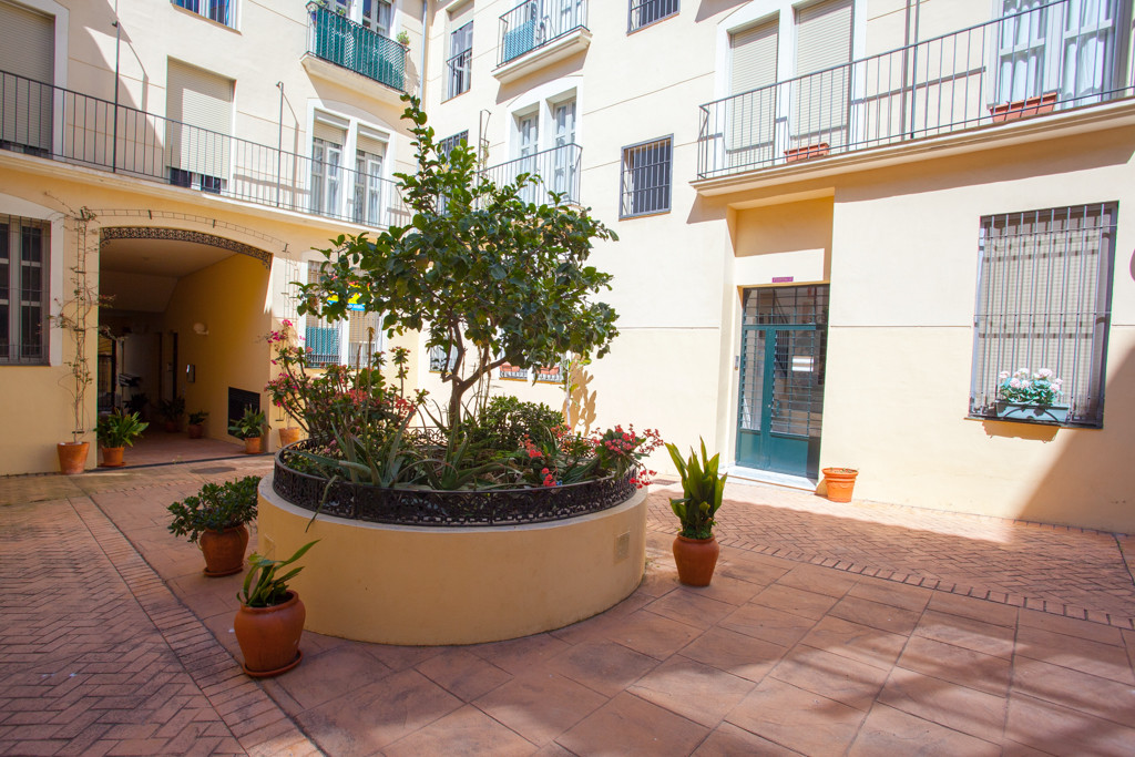 Great apartment within a gated community in the historic center of Malaga. Less than 100 meters from, Spain