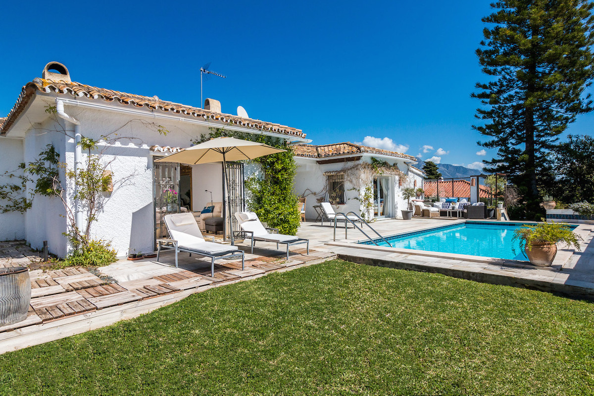 This delightful property is located in the renowned urbanisation of Guadalmina Alta, within walking ,Spain