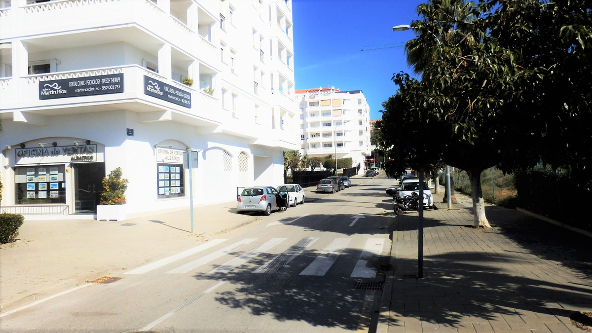 Beautiful and bright 7th floor penthouse in Albatros Nueva Andalucia. The property layout is on one ,Spain