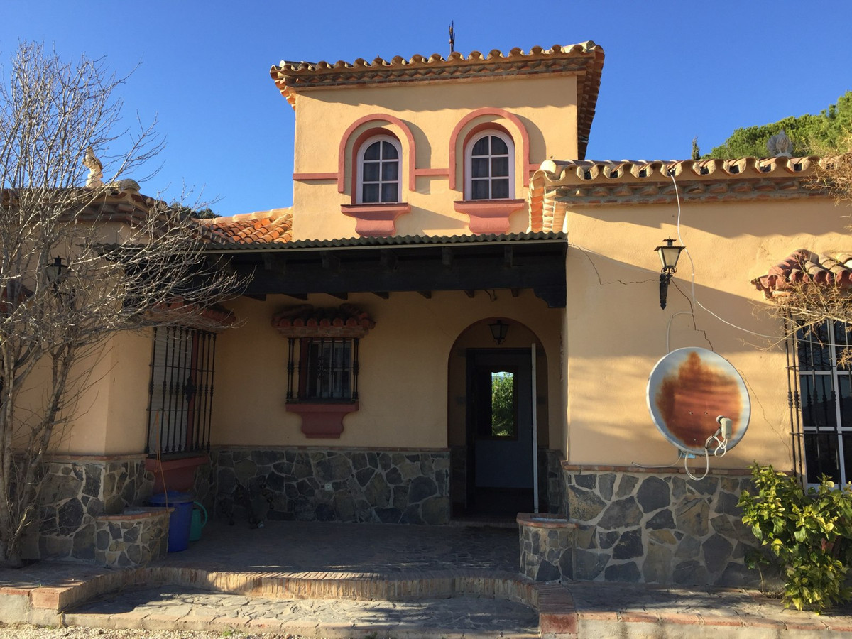 Magnificent villa to restore with the best views of Coin  This incredible villa is located on the hi,Spain