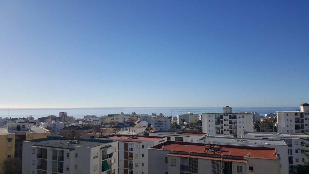 Completly contemperary refurbished apartment on the fith floor south and east facing with sea, mount Spain
