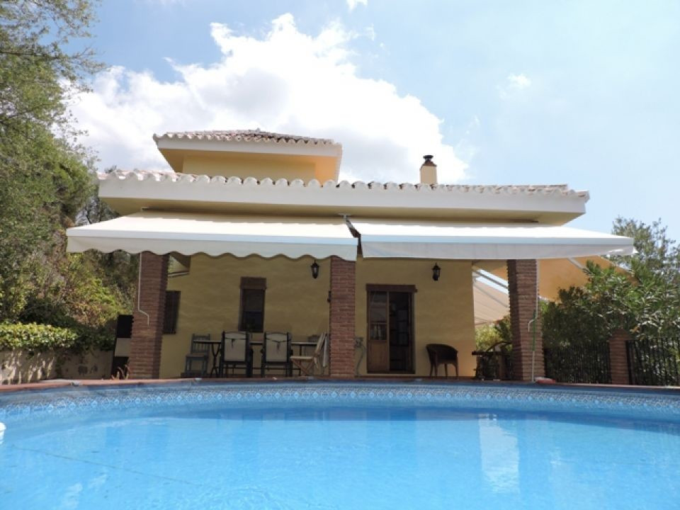 Beautiful south-east facing country property situated in Riogordo, only 40 minutes from the airport ,Spain