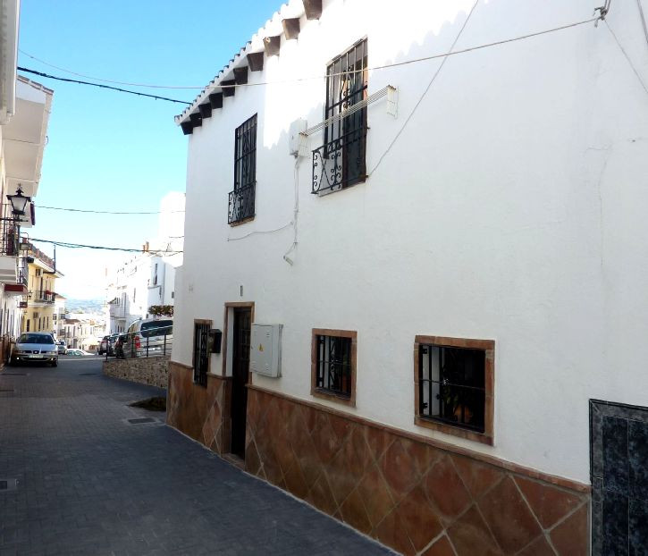 This is a fully renovated town house ready to move into. The property is small and compact, at the e,Spain