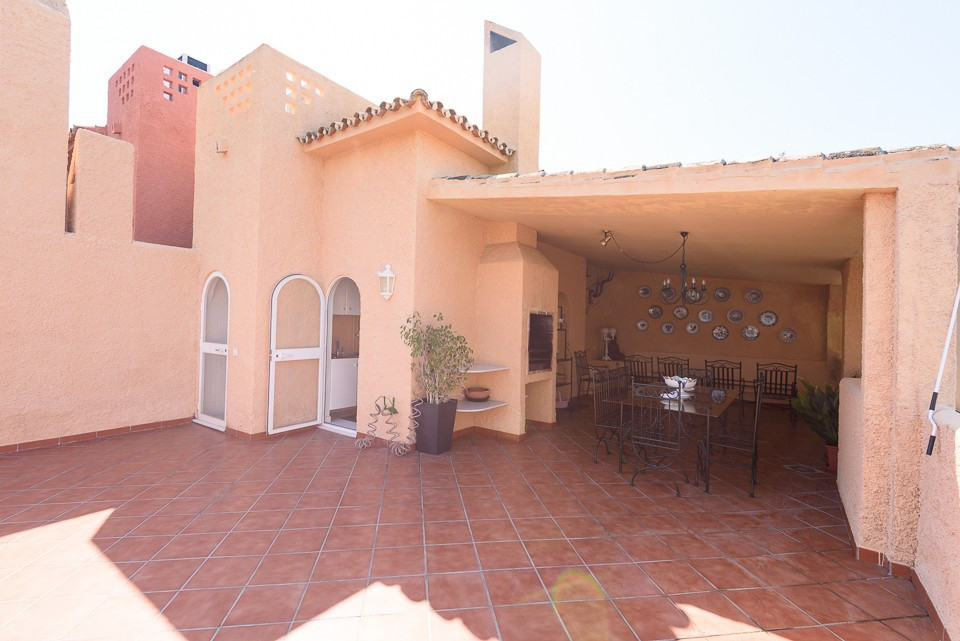 Magnificent 4 bedroom townhouse located in one of the best residential areas of Nueva Andalucia. Ver,Spain