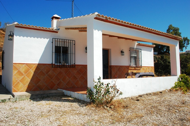This 3 bedroom country house is located in Solano, a area not far from Colmenar village and about 45, Spain