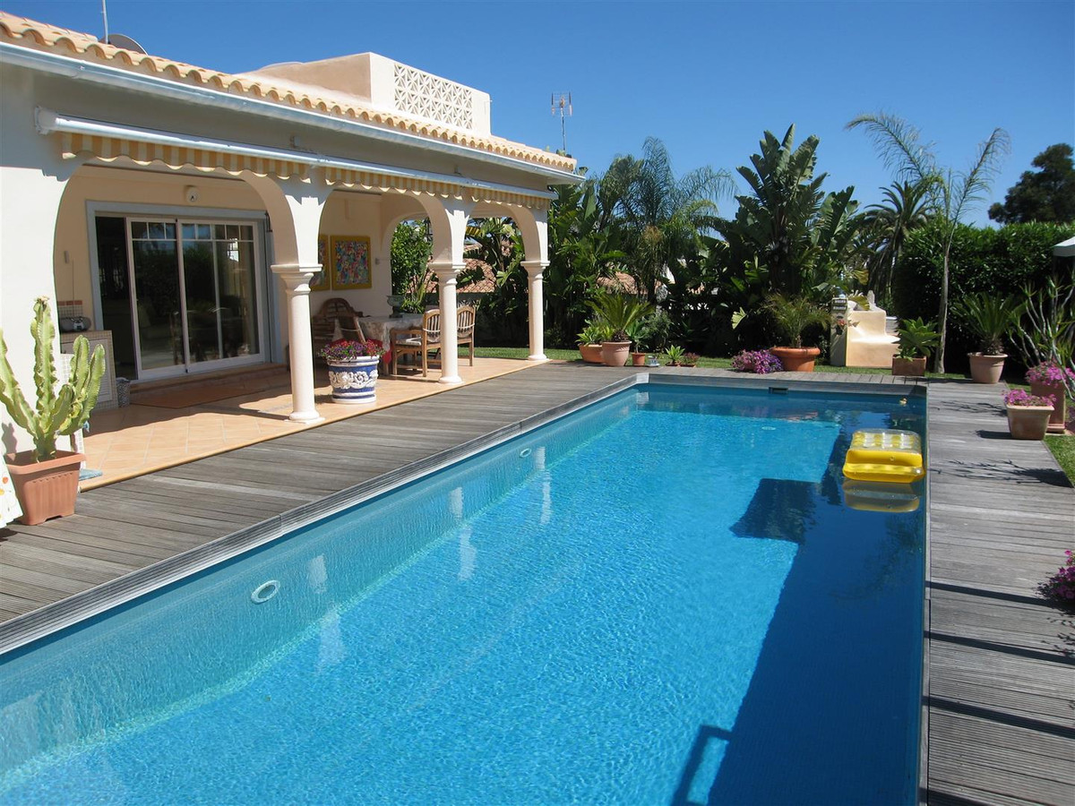 A simply delightful small villa, all on one level, in a great location in Elviria which is only 5 mi,Spain