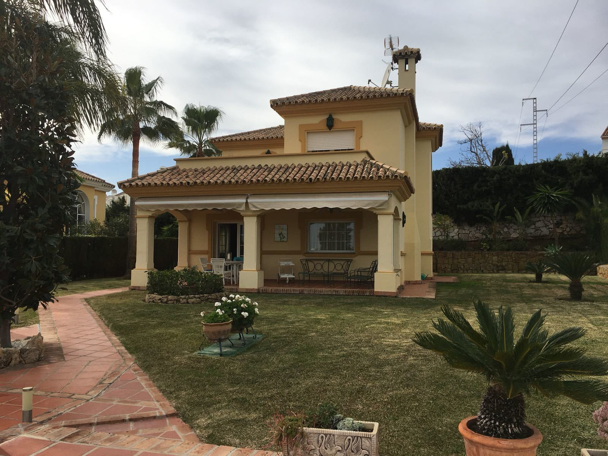 Detached Villa, Diana Park, Costa del Sol. 4 Bedrooms, 2 Bathrooms, Built 271 m², Garden/Plot 636 m², Spain