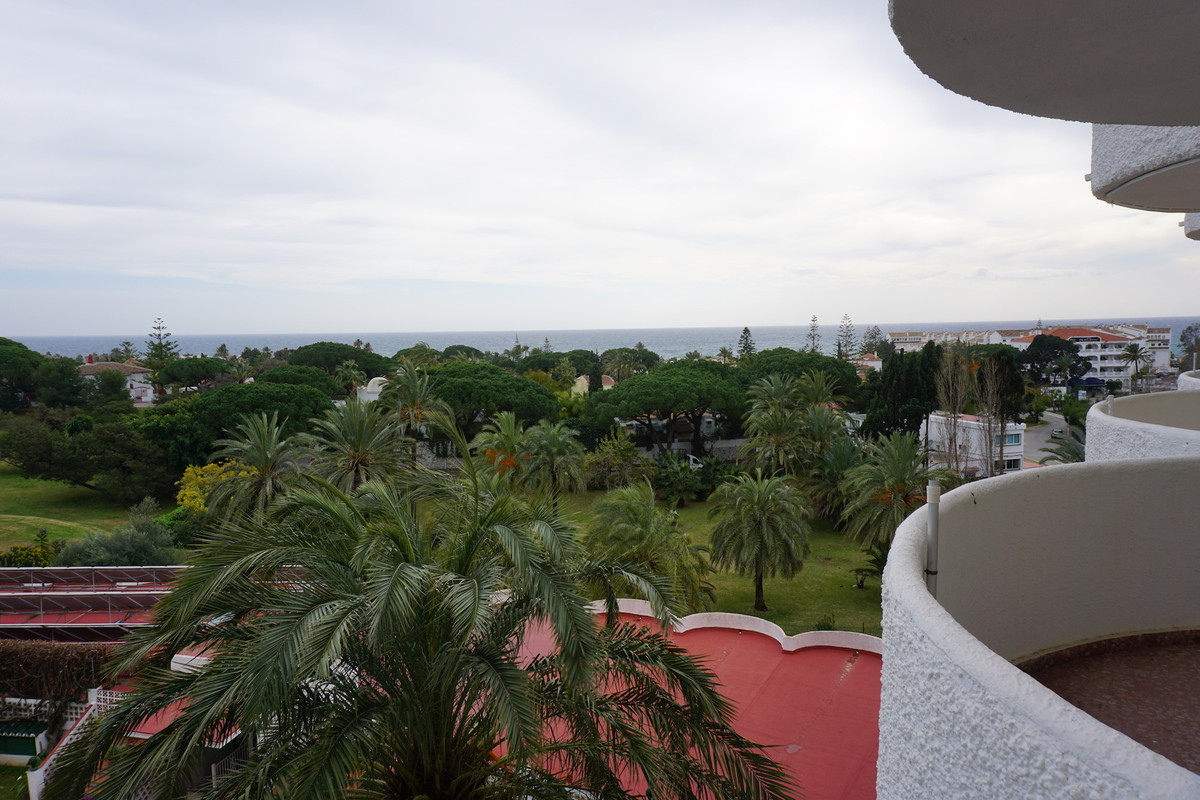 Beach side Studio apartment for sale in Marbesa, Marbella East. This apartment is in need of a littl, Spain