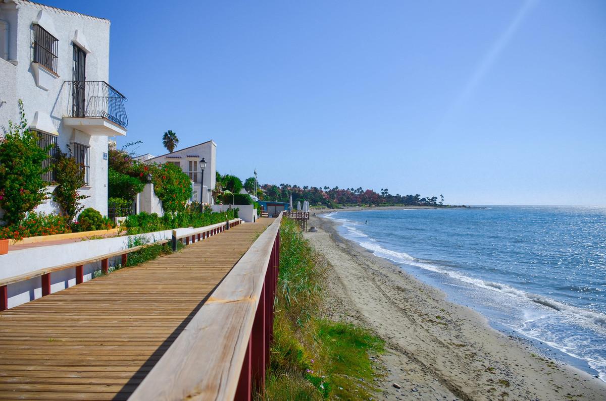 Semi-Detached House, Estepona, Costa del Sol. 3 Bedrooms, 2 Bathrooms, Built 90 m², Terrace 30 m², G,Spain